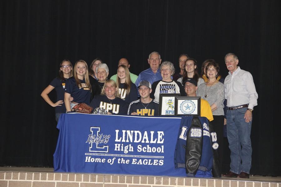 Senior+signs+to+play+baseball+at+Howard+Payne+University