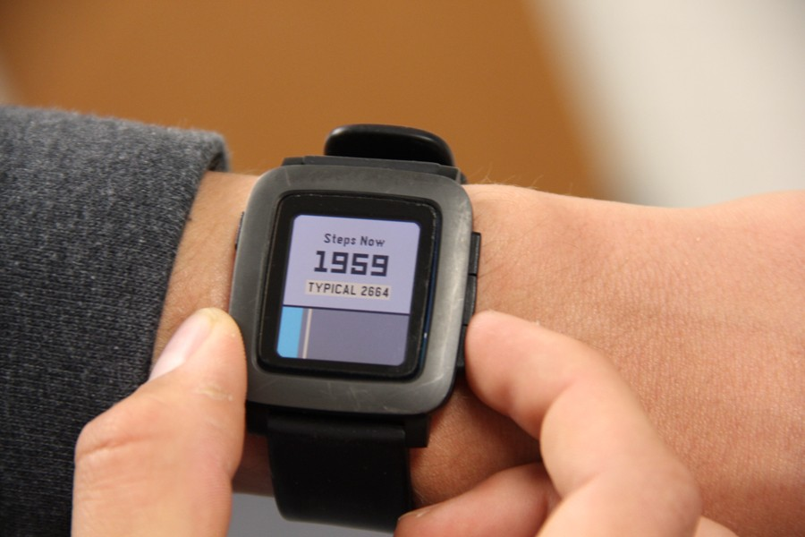 Brian+Beggs+uses+his+Pebble+Smartwatch
