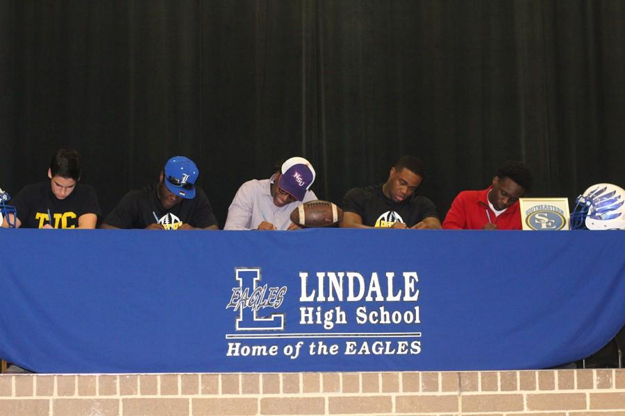 Eagles players sign to play college football.
