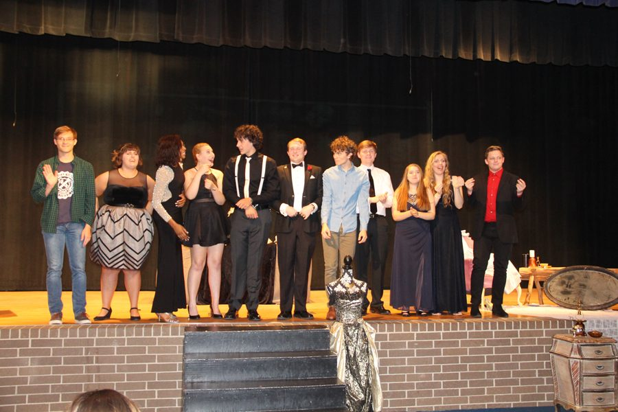 Seniors in Theater gather before a picture