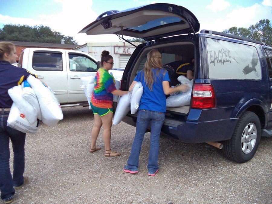 FFA+students+load+donated+items+into+car+for+delivery.The+service+was+one+of+many+that+the+FFA+has+planned+for+the+year.