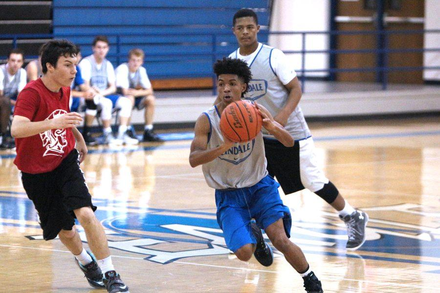Junior+basketball+player+Konnor+Scott+prepares+to+pass+the+ball.+The+players+practiced+for+weeks+before+their+first+game.