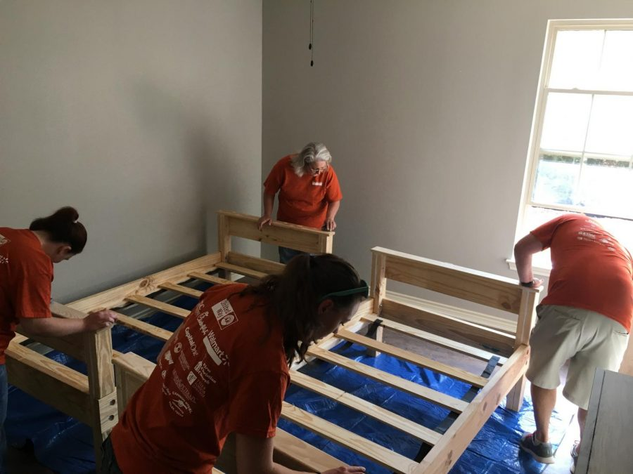Volunteers+help+set+up+the+Hope+Haven+house+for+East+Texas+teen+girls+in+the+froster+care+system.+Sixteen+beds+were+built.