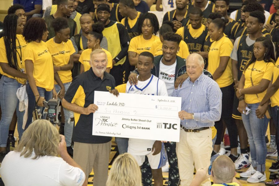Senior Shoots For Cash At TJC Scholarship Event