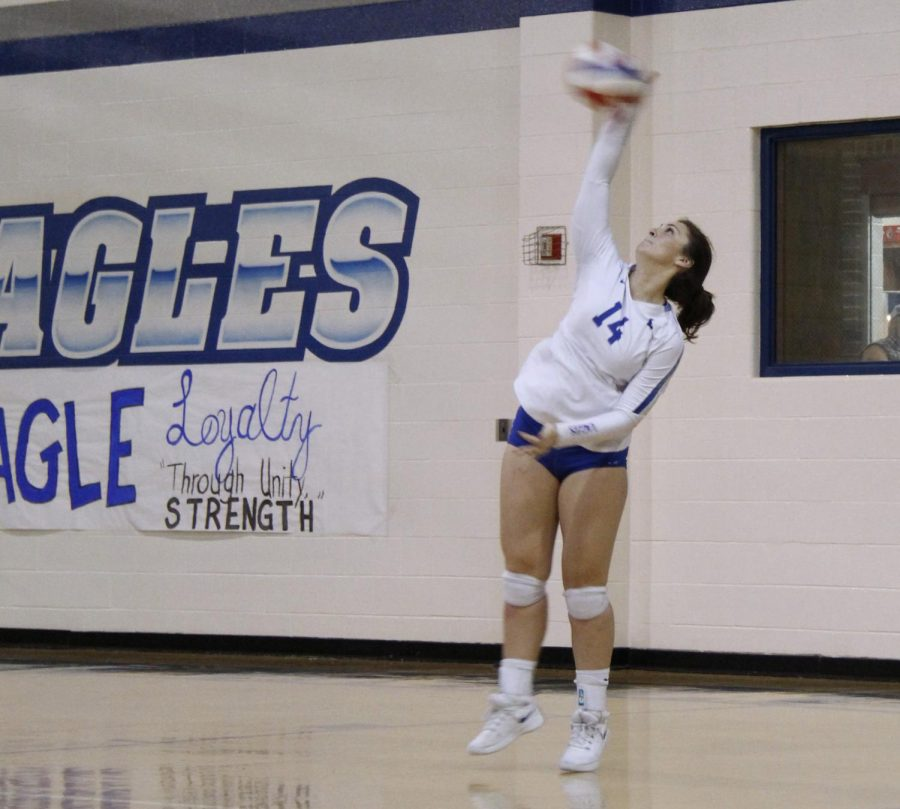 Senior+Hannah+Knox+serves+the+ball+across+the+net.+The+varsity+volleyball+team+will+play+Lufkin+at+Robert+E.+Lee+High+School+on+Tuesday+in+the+bi-district+round+of+the+playoffs.