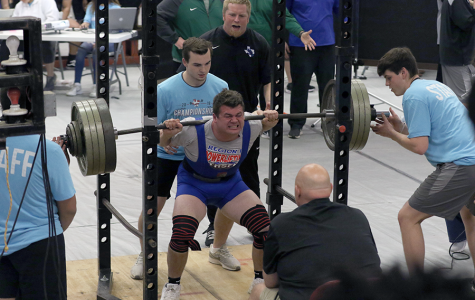 Powerlifting Competes at Regionals, Several Advance to State