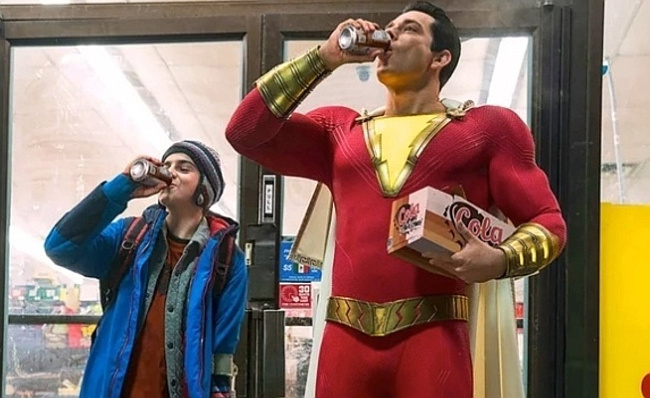 Shazam+and+Freddie+Freeman+enjoy+a+donut+breakfast+after+saving+a+woman+from+getting+robbed.
