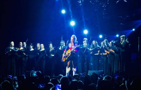 Chorale Sings With Country Superstar Miranda Lambert