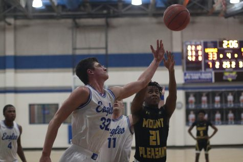Boys' Basketball Makes Playoffs