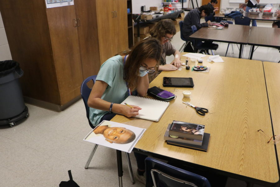 Art Classes Prepare Portraits for  Memory Art Project
